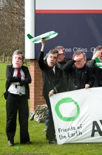 East Midlands Friends of the Earth urge Prime Minister Gordon Brown to stop ignoring aviation