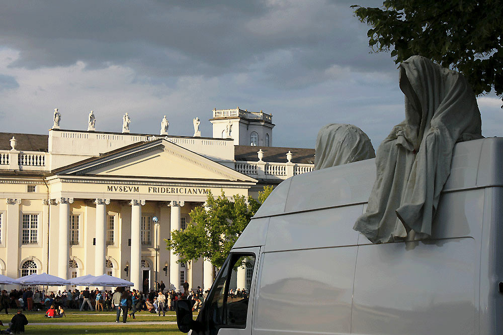 contemporary-art-documenta-kassel-fridericianum-time-guards-manfred-kielnhofer-kili-sculpture.jpg