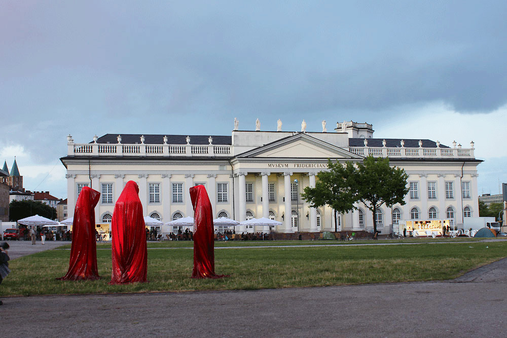 contemporary-arts-documenta-kassel-fridericianum-time-guards-manfred-kielnhofer-kili-sculpture.jpg