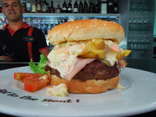 www.facebook.com/happydayscascais Yummy Burger at happy Days cascais.JPG